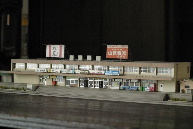 地方都市の中規模な駅舎をつくってみた