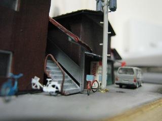 たばこ屋の......アパート階段