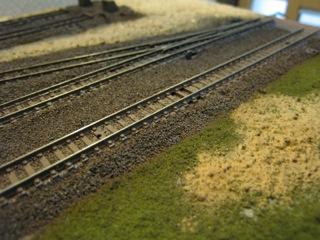 駅のはずれの線路際