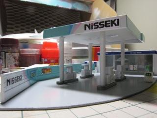 トミックスガソリンスタンドを日本石油カラーに 2