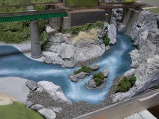 鉄橋セクション 川を塗った