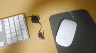 Appleマジックマウスを軽量化 電池レス化して65gに